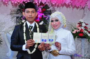 Akad dan pernikahan Sri dan Bambang